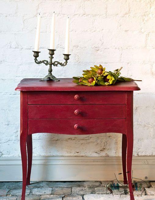 mebel pomalowany w kolorze Burgundy Chalk Paint Annie Sloan