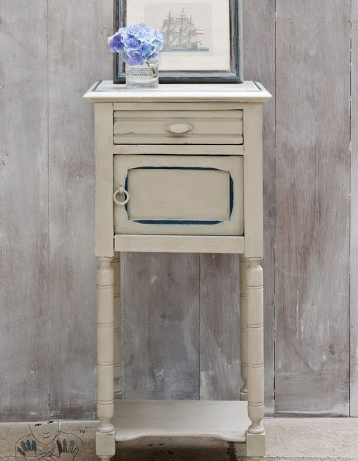 mebel pomalowanya w kolorze Country Grey Chalk Paint Annie Sloan
