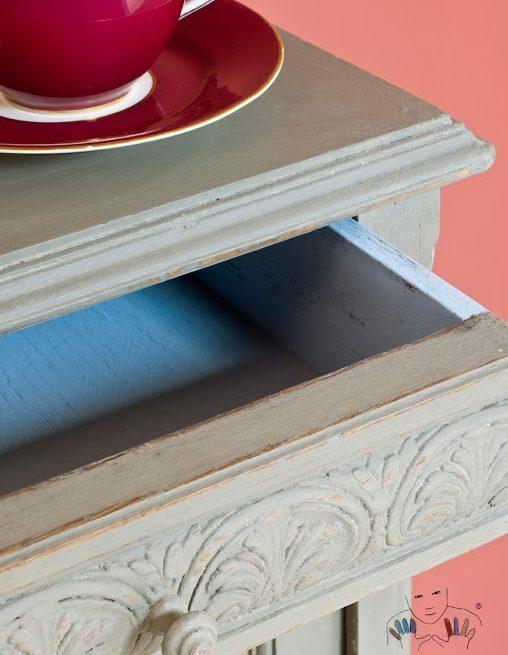 Zbliżenie na mebel w kolorze french Linen Chalk paint Annie Sloan