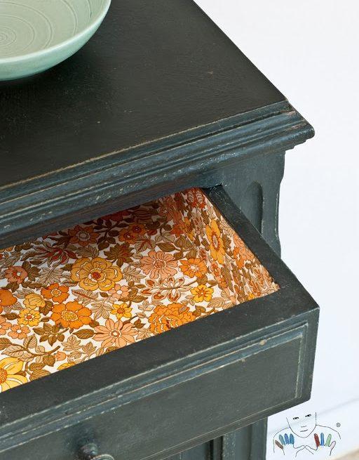 zbliżenie n mebel w kolorze Graphite Chalk Paint Annie Sloan