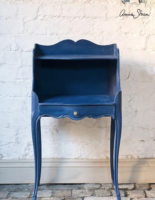 mebel pomalowany w kolorze Napoleonic Blue Chalk Paint Annie Sloan
