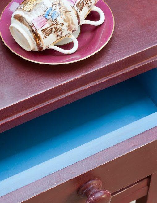 mebel pomalowany w kolorze Primer Red Chalk Paint Annie Sloan