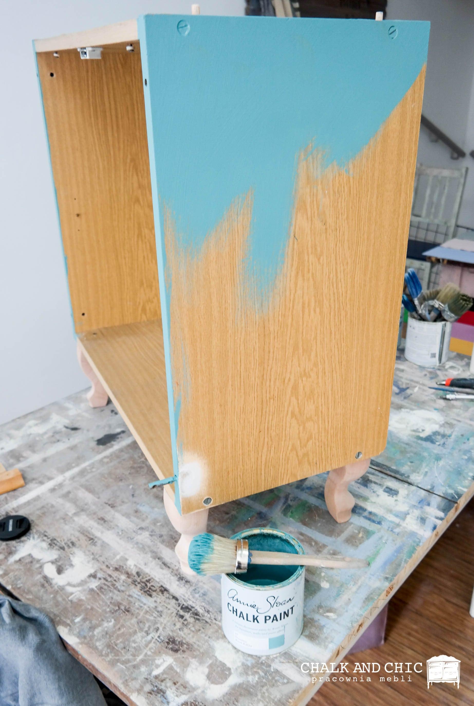 malowanie jak odnowić starą szafkę farbami kredowymi Chalk Paint Annie Sloan