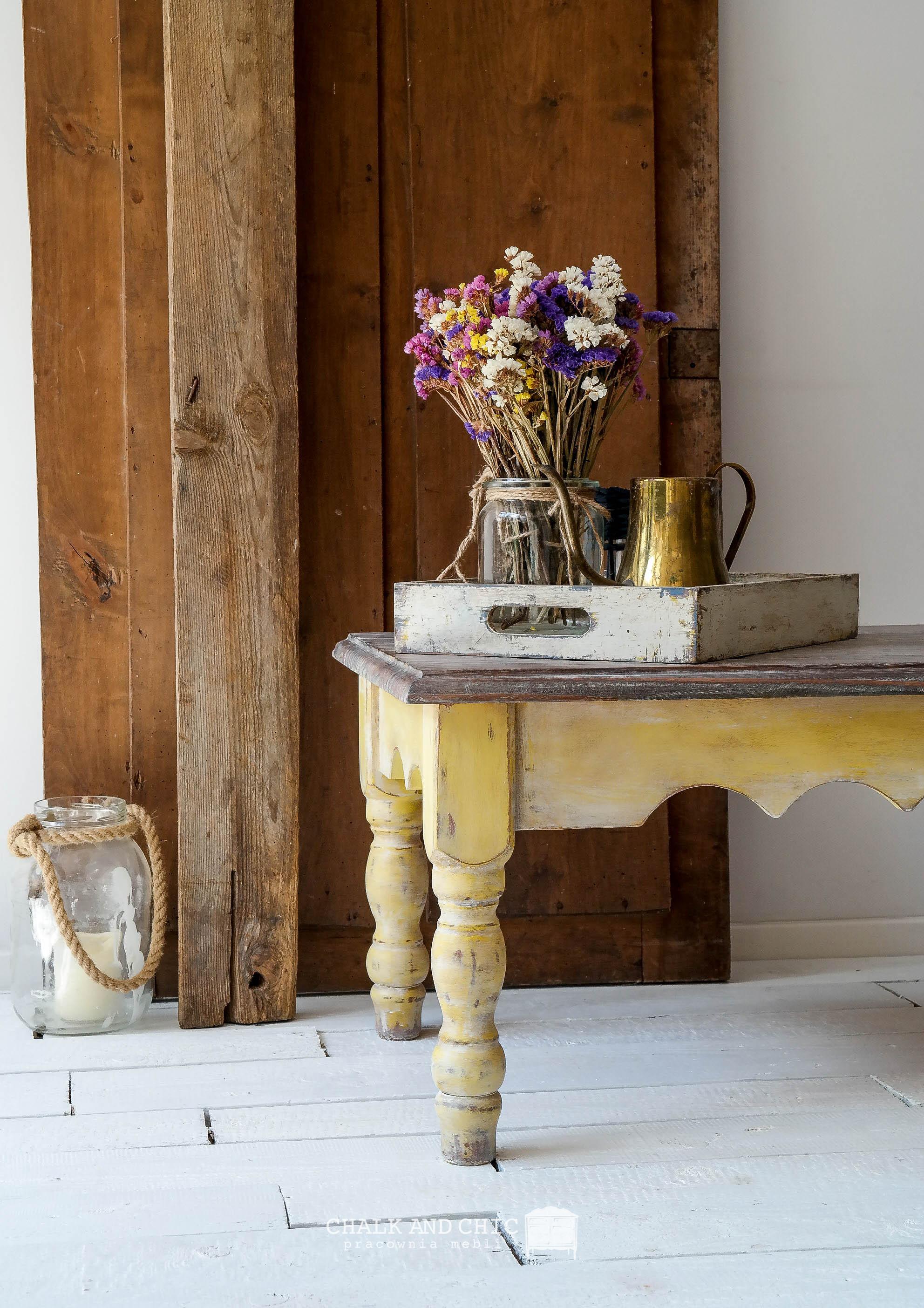 stolik kawowy w stylu rustykalnym