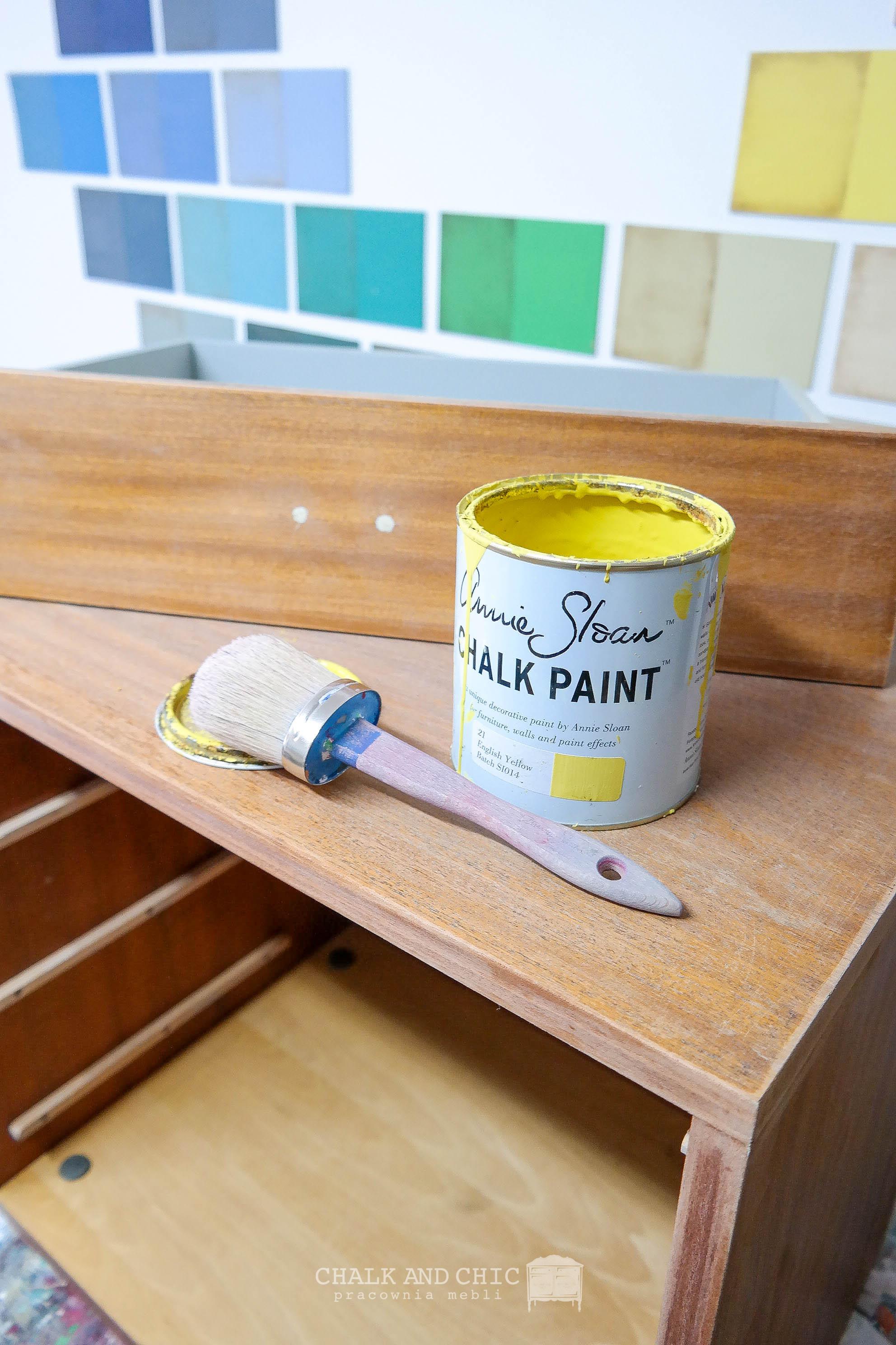 malowanie farbami kredowymi na żółto
