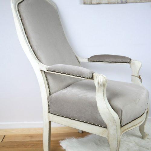 fotel ludwikowski w stylu shabby chic