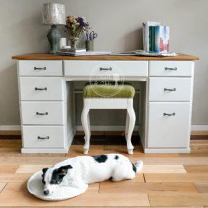 biurko drewniane białe z drewnianym blatem