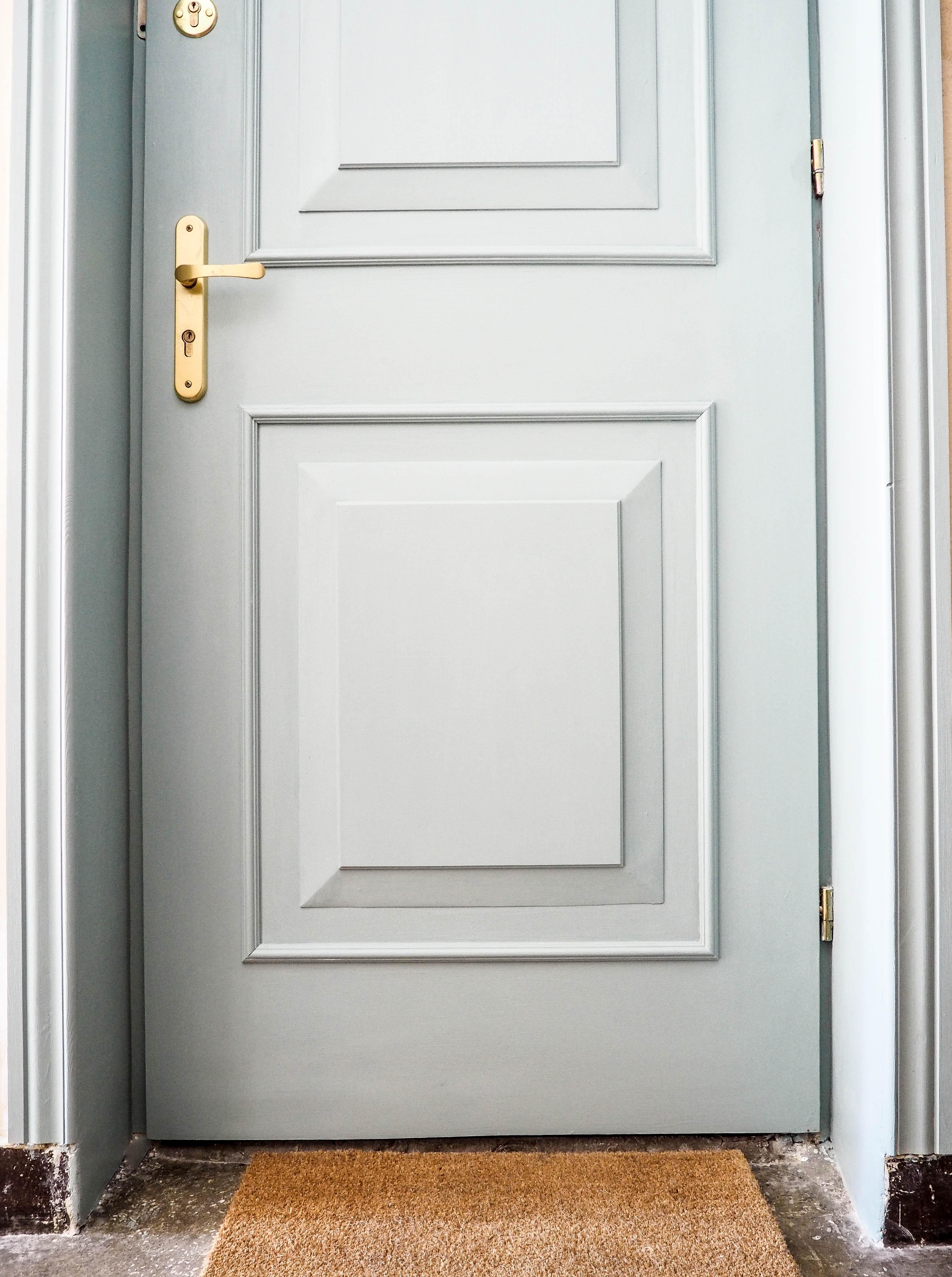 Miętowe drzwi zewnętrzne