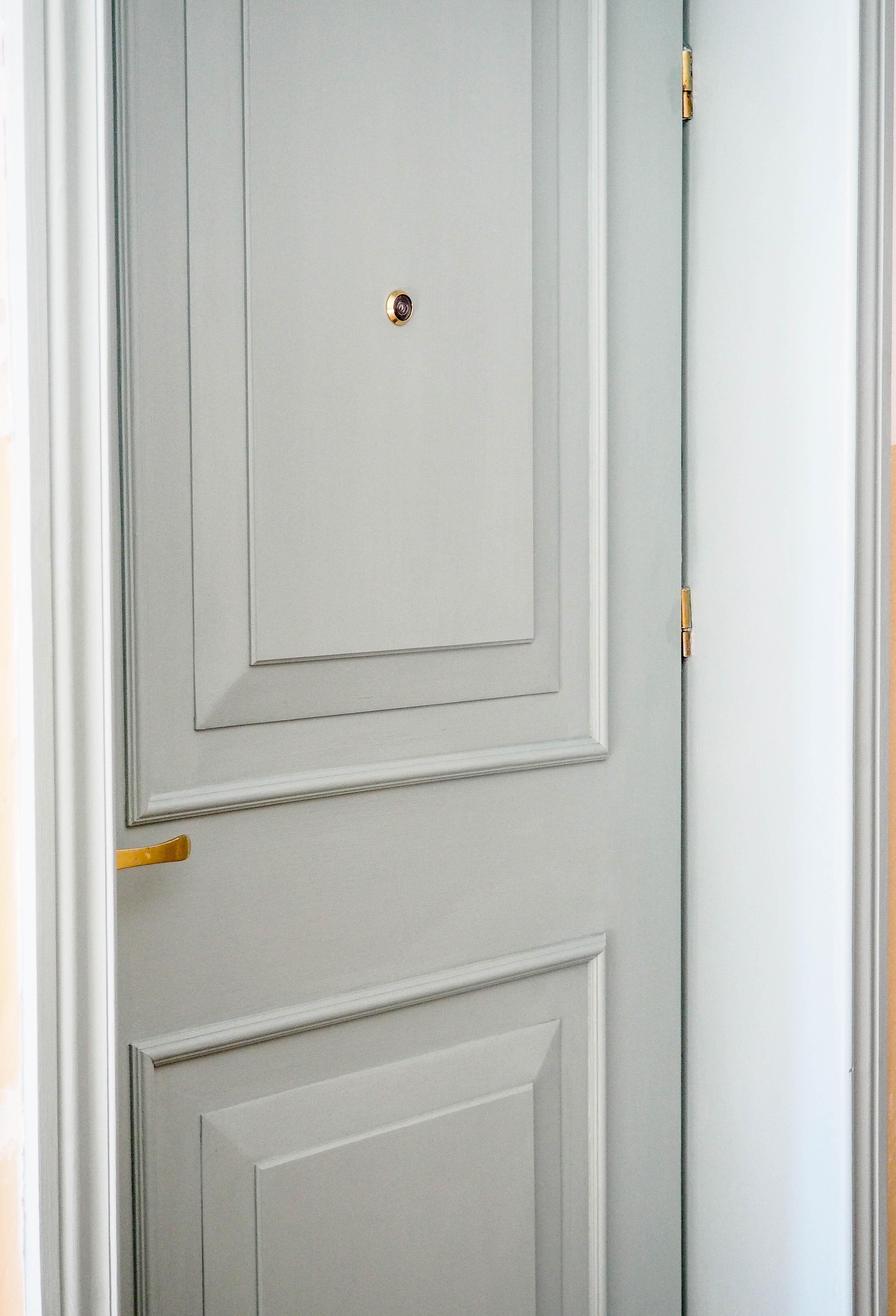 Jak pomalować drzwi w bloku